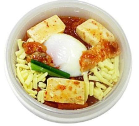 コンビニやスーパーで買えるカップスープ「スープをのせたスンドゥブチゲごはん」