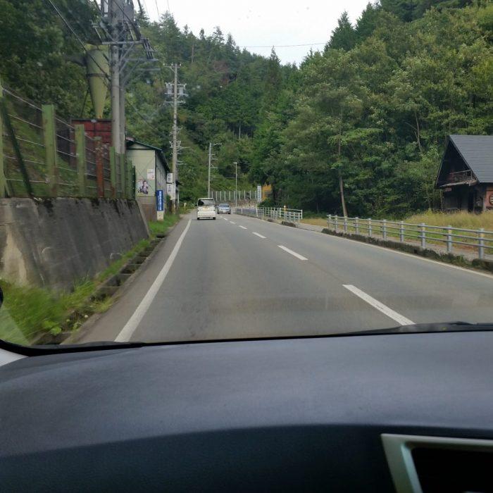高山わんわんパラダイスホテルに向かう途中の田舎道