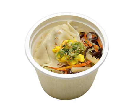 コンビニで買える人気の健康によい食品「ツルもち餃子の野菜中華スープ」