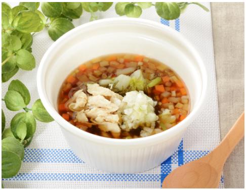 コンビニで買える人気朝ごはん「鶏ささみと6種野菜のもち麦スープ」