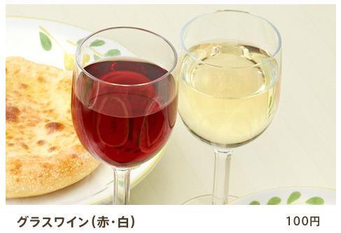 サイゼリアではグラスワインも人気